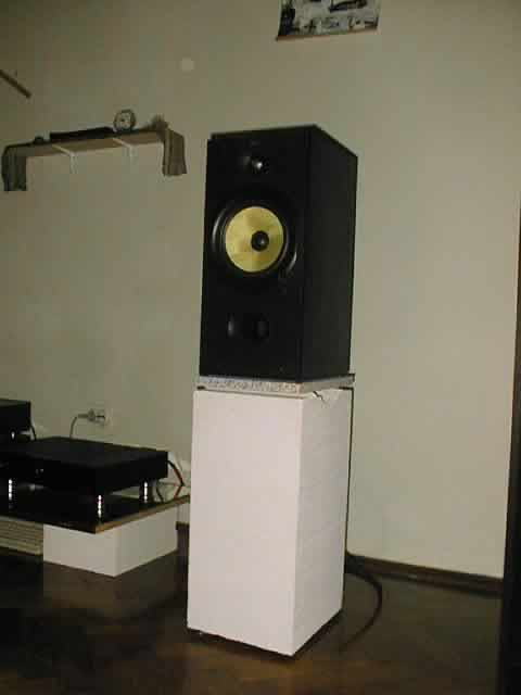 how does speaker stands affects sound