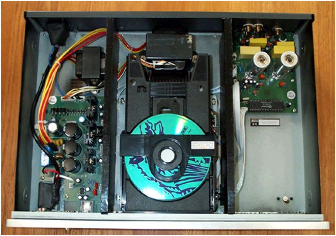 [Jolida Jd-100A CD player - internal view]