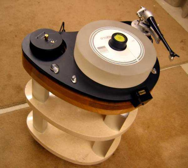 [Opera LP 5.0 turntable with Stand]