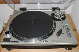 [Technics SL-1200 MkII turntable]