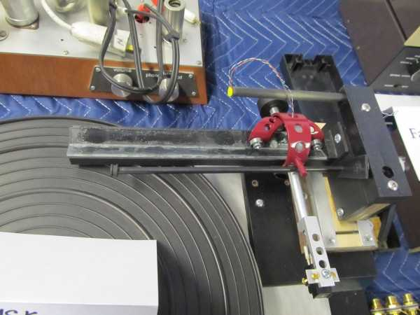 Tangential tracking tonearm