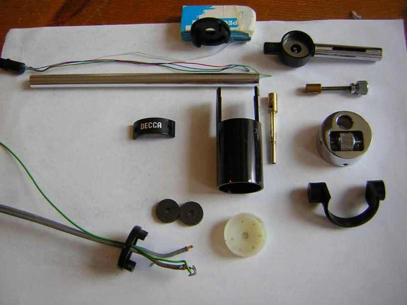 [Fully disassembled tonearm]