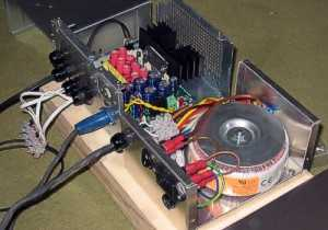 [View of the internals of the MC4x100 amplifier and linear PSU]