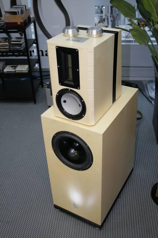 http://www.tnt-audio.com/jpg/munich07/hen07_1399.jpg