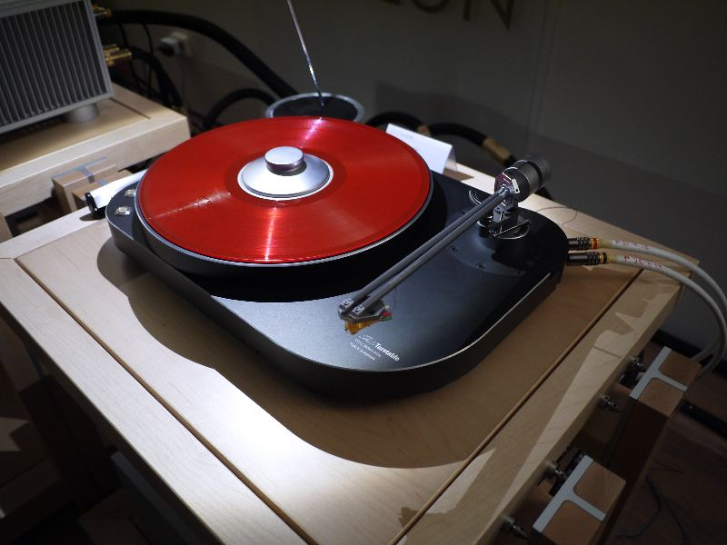 [Pro-Ject RPM 10 with brass platte]