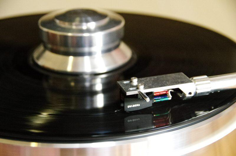 Pro-ject Signature turntable dynavector and puck
