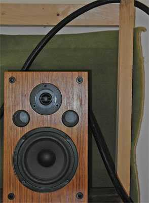 [Trends  CQ-500 heavy speaker cable suspended from wooden frame]
