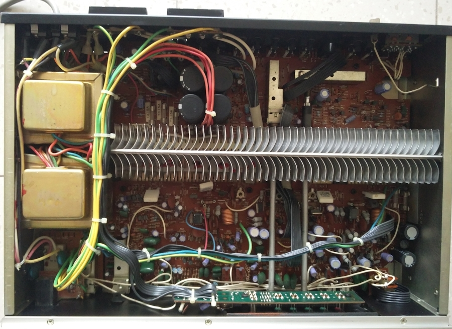 [NAD 3140 - vintage audiophile amplifier, inside view]